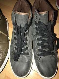 3 Zalora shoes size 42