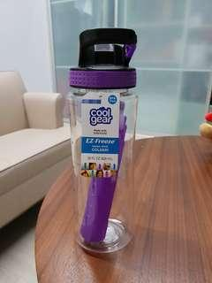 Water bottle with freeze stick 28 oz