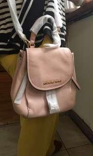🚚 Michael Kors 粉色皮革 束口背包 中型