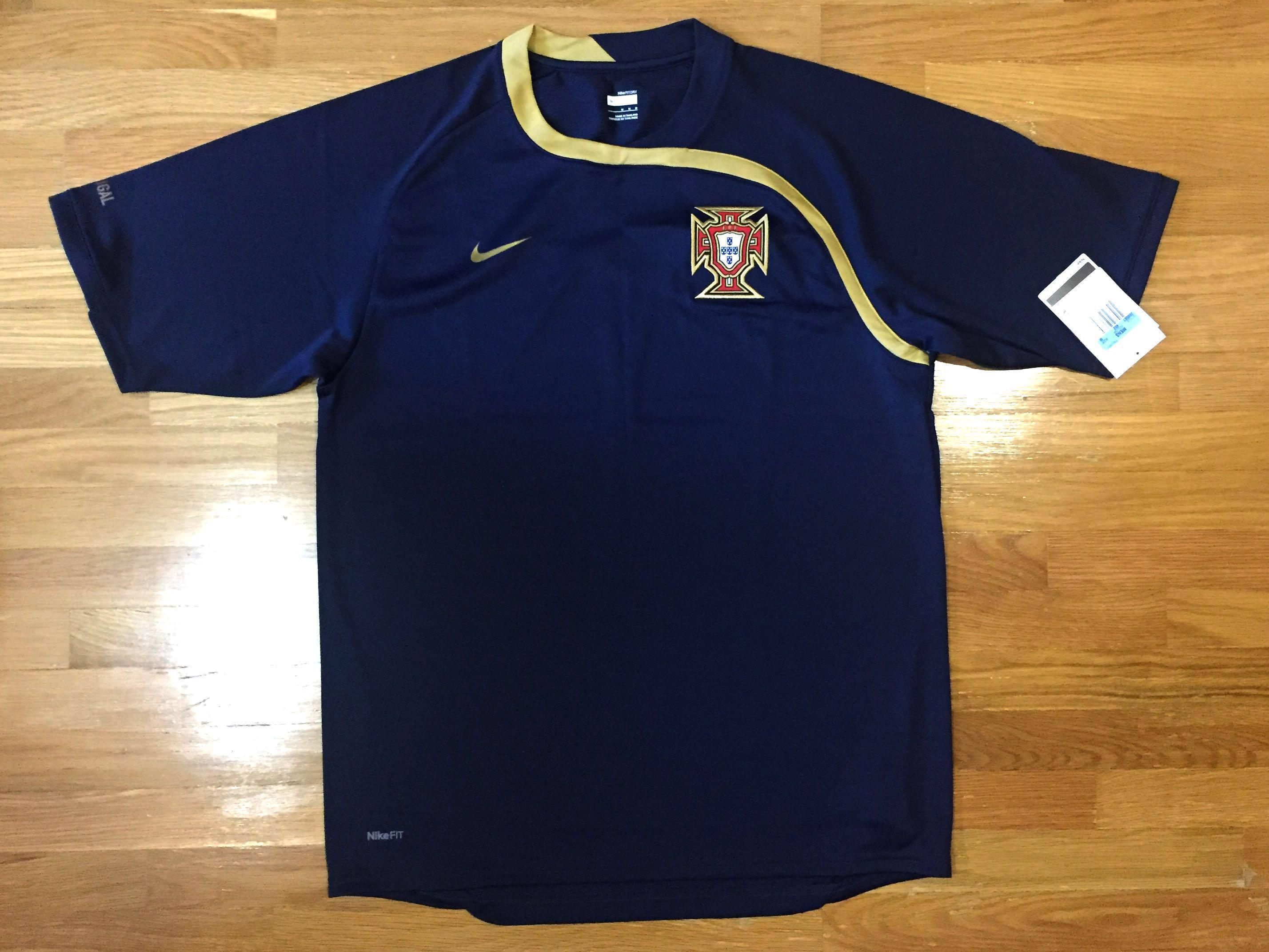 Proverbio Viscoso precoz  Authentic Nike Football Jersey Portugal Training Kit, Sports, Sports  Apparel on Carousell