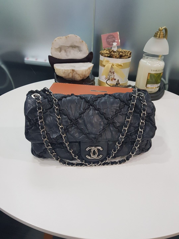 20ca5671 Black Chanel Bag, Luxury, Bags & Wallets, Handbags on Carousell