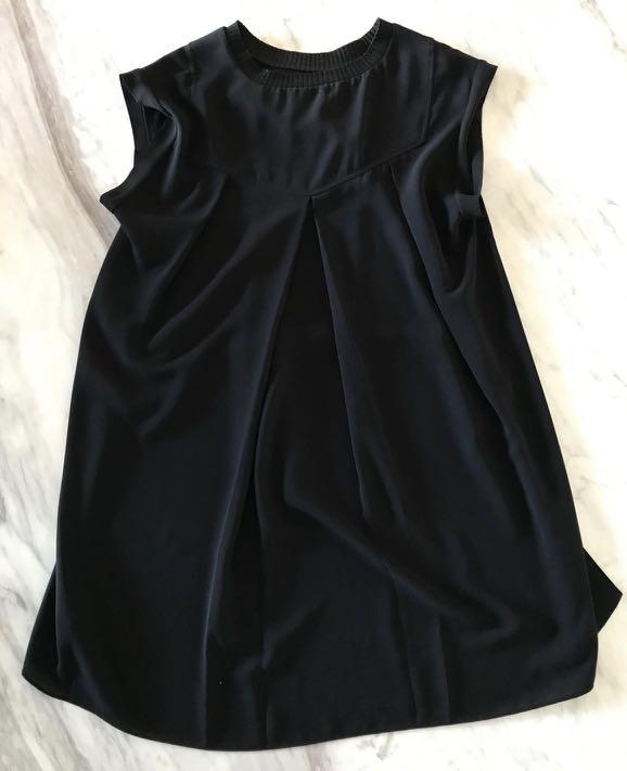 By Malene Birger Black short front low back crew neck top