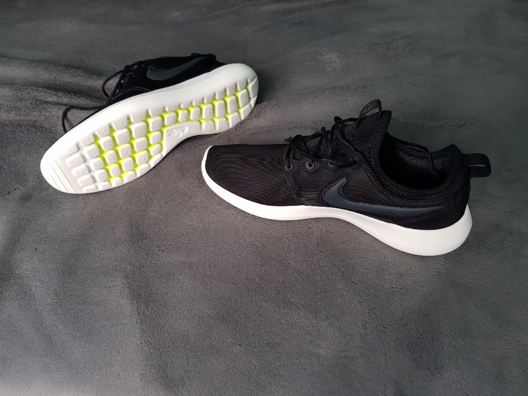 9f6d080b0bbb7 Nike Roshe Two shoe