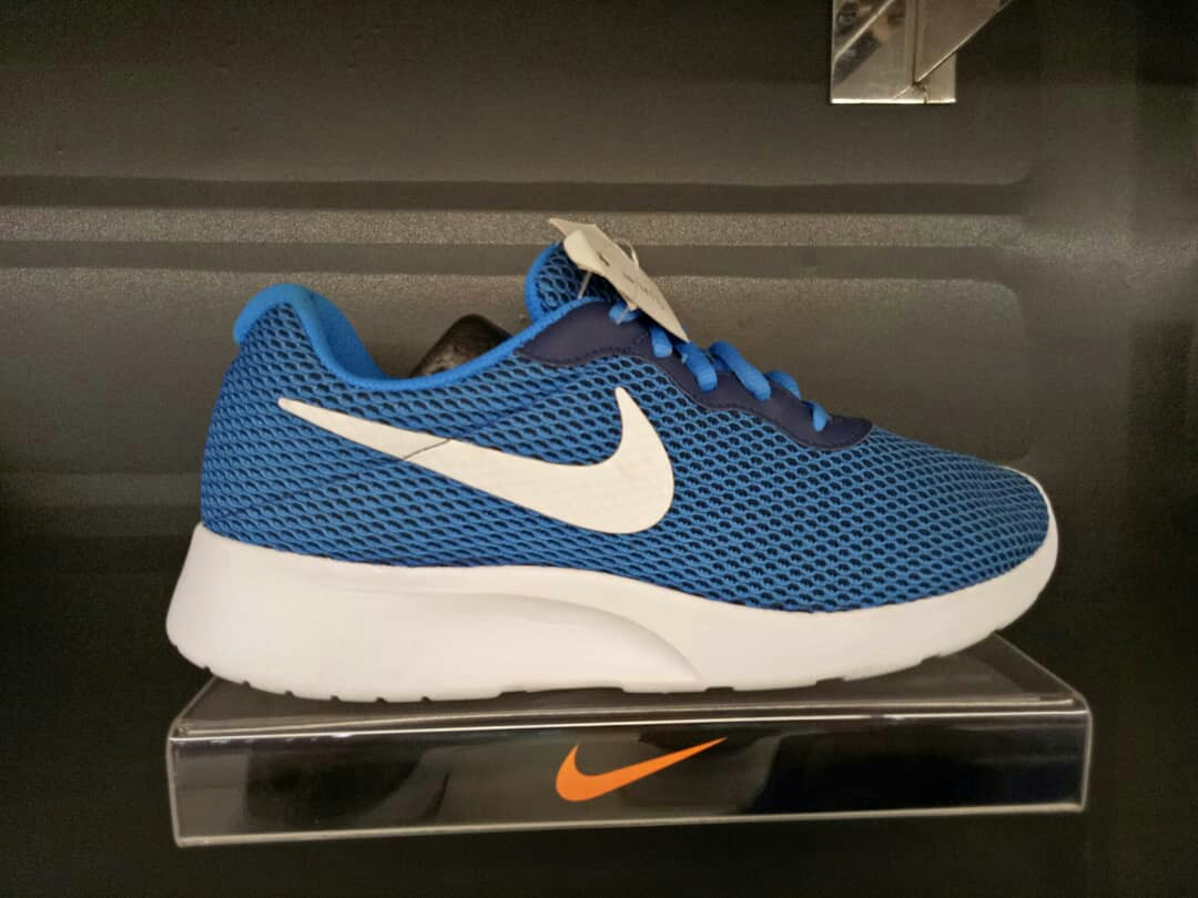 dcf3ca316a Nike Tanjun SE Men Original, Men's Fashion, Men's Footwear, Sneakers on  Carousell