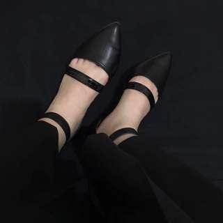 🚚 梨花이화|尖頭繞踝平底涼鞋|黑