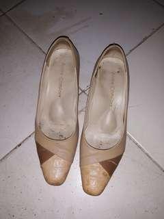 Sepatu heels cokelat