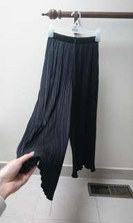 wide leg flowy crinkle pants with adjustible waist and frill ruffle hem from Japan size s fits 6-8