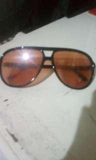 DiftractedVision's blackbrown glasses