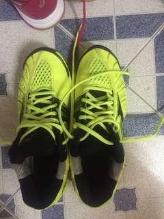 Mizuno螢光黃羽毛球鞋