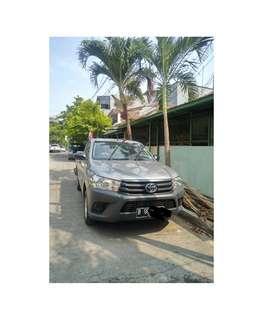 Toyota Hilux Revo Pickup Bensin 2015 Silver KM <10.000 Seperti Baru