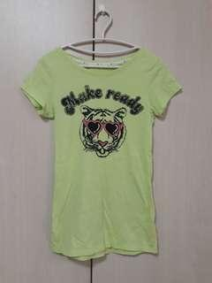 🚚 Lativ 綠色卡通圖案長版T恤 M