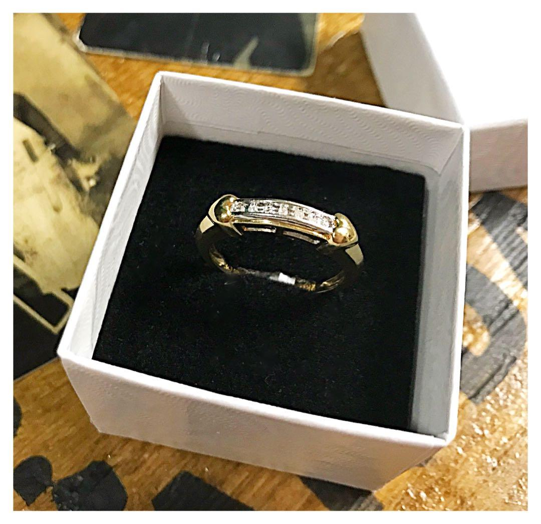 10kt gold and diamond ring