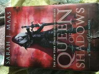 QUEEN OF SHADOWS by Sarah J Maas - hardcover