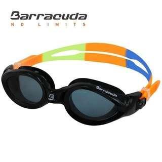 (全新)美國巴洛酷達Barracuda成人抗UV防霧黑色眼鏡配彩色繩泳鏡14820