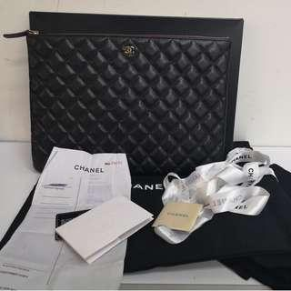 O case chanel large size with GHW