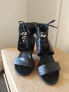 Lipstik Black Nano block heels