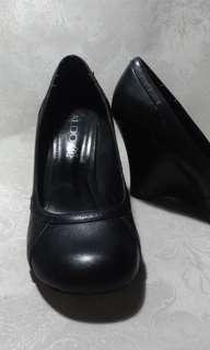 Original ALDO Wedge Size 7, REPRICED