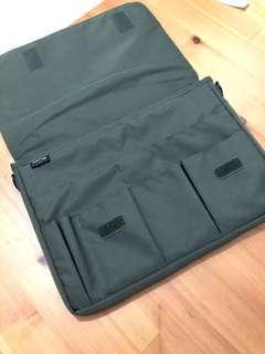 (已售出勿下單) (For babarlyn) LIHIT Smart B5筆電包 橄欖綠 可放13吋筆電