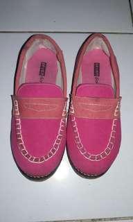 Sepatu  seven girls