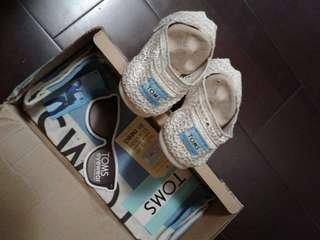 🚚 Toms米白平底鞋(24cm)