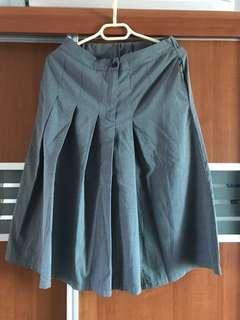 灰色八分闊腳裙褲