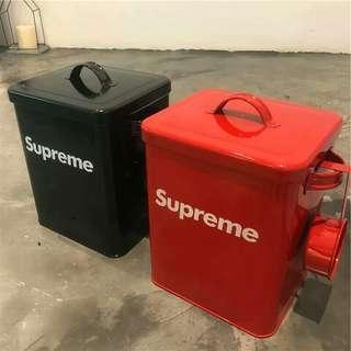 潮牌寵物糧食收納盒 有需要哪款請PO款示給我 尺寸:寬18.5高23 賴lucky2200(小培) FB:南部雜貨舖
