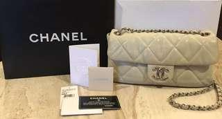 CHANEL classic bag with flap (dark white)