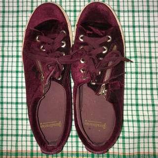 STRADIVARIUS MAROON SHOES