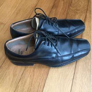 Sepatu Clarks Pantofel Leather Black
