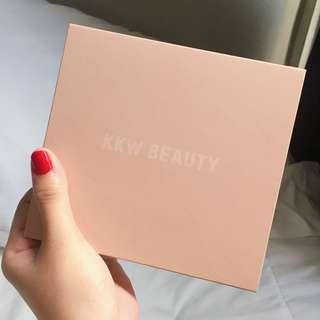 KKW Powder Contour and Highlighter Palette in MEDIUM