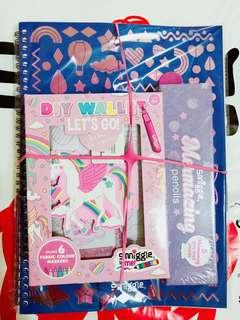 💖Great Buy!!!💖 Authentic Smiggle Gift Pack - A3 Notebook, DIY Let's Go Wallet Kit, Slapband & Mermazing Pencil Pack!