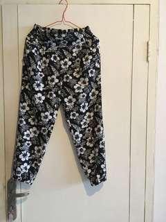 G.U. Floral Pants / celana motif bunga / black and white / celana 3/4