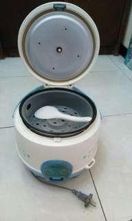 Rice cooker Miyako ukuran sedang 1,2 L