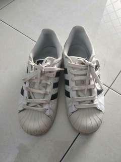 Sepatu adidaa #TiUbl