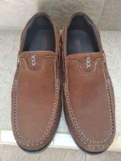 Sepatu casual #TiUbl