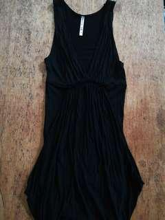 Low neckline body hugging little black dress Terranova ₱80