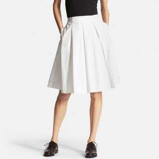 Uniqlo pleated flare skirt white