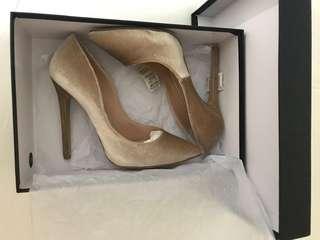 Brand New Tony Bianco velvet heels, size 7.5
