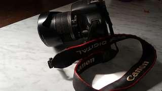 canon 500d with 18-200mm efs lens complete lens cover and hood, kenko uv optical filter, canon camera stripe, baterry grip, 2x baterry, charger, . low shuttercount and looks new (no memory card)