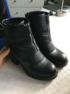 Black (springs) boots 8.5