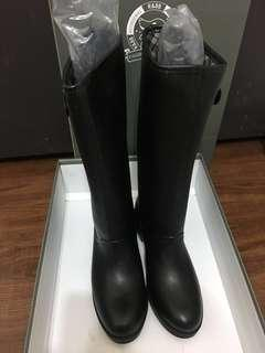 R&BB時尚簡約釦環100%防水推薦 皮感平底長靴-釦環黑色