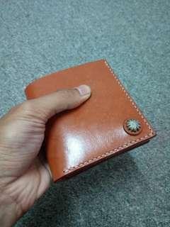 Classic veg tan leather short wallet