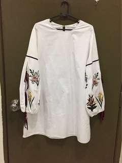 Long blouse or dress size S with embroidery and open stitching sleeves.