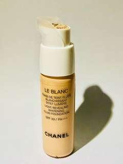 Chanel Le Blanc Light Revealing Whitening Fluid Foundation 20 ml.
