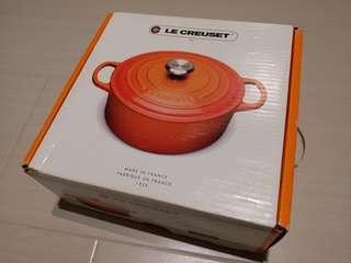 100%全新LE CREUSET 24cm Iron Pot, Dune Almond Colour, 有盒有貼紙