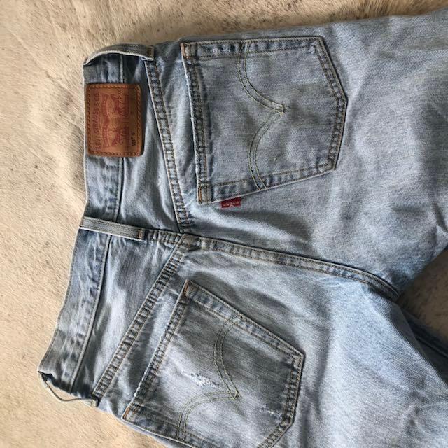 Levi Mom Jeans size 26, 30L