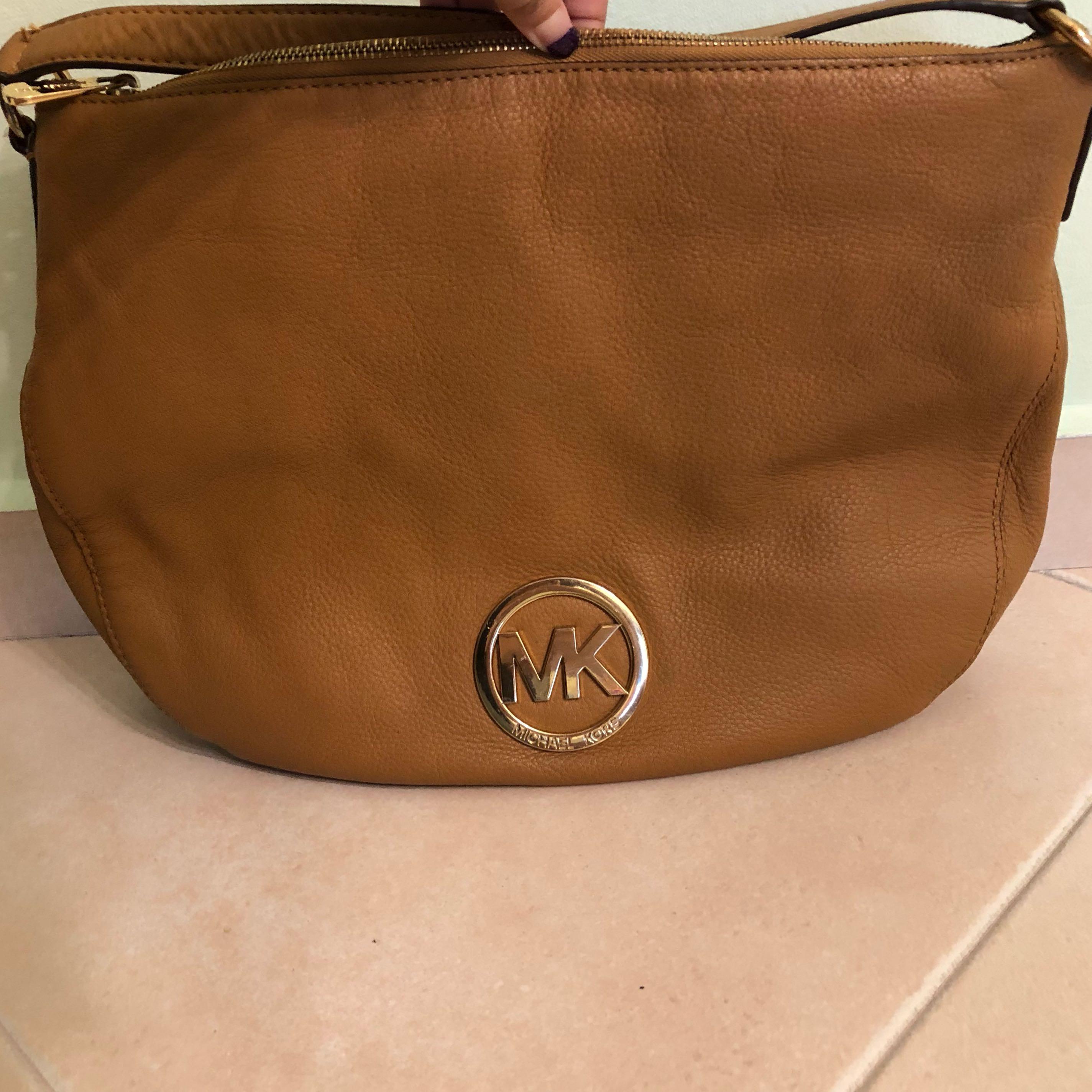 a6b7d87738b4 Michael Kors handbag, Luxury, Bags & Wallets, Handbags on Carousell