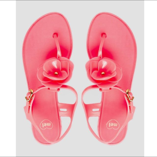 b68804fee UK7 BN Mel By Melissa Flower T-Barbflat Sandal In Pink, Women's Fashion,  Shoes on Carousell