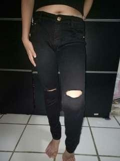 Celana ripped jeans hitam