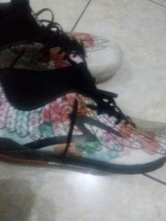 Sepatu futsal specs kokokbeluk